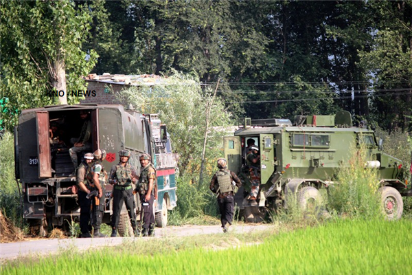 Forces cordon Pulwama village, clashes erupt | KNO