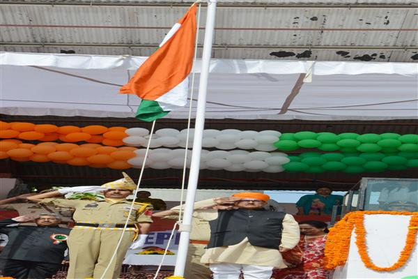 Dy CM unfurls National Flag at Mini Stadium Jammu | KNO
