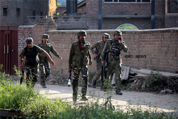 Gunfight erupts in Pulwama village | KNO