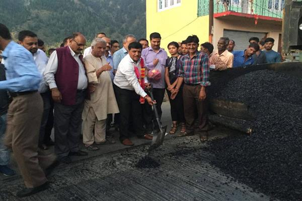 MLA inaugurates black-topping work in Bhaderwah | KNO
