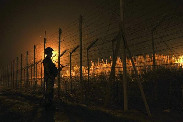 Indo-Pak armies trade gunfire along LoC in Poonch | KNO
